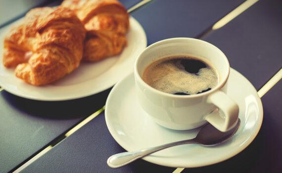 кофе и крауссан